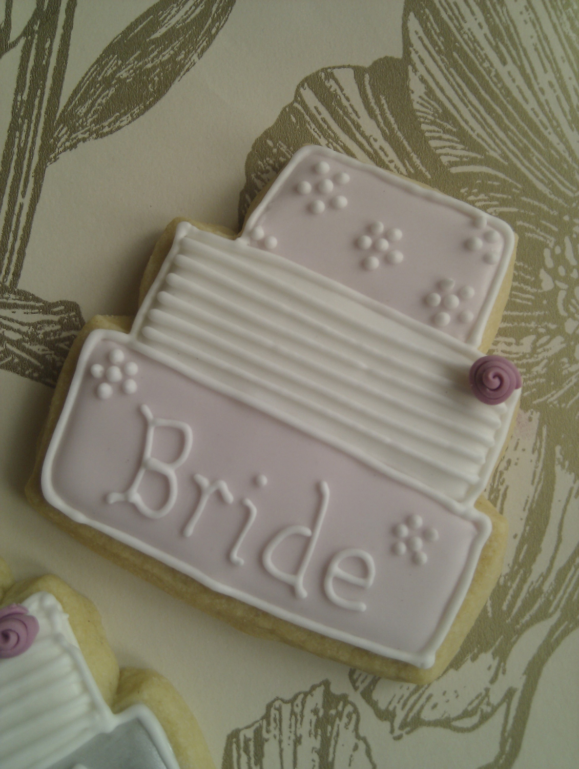 close-up-bride-cookie
