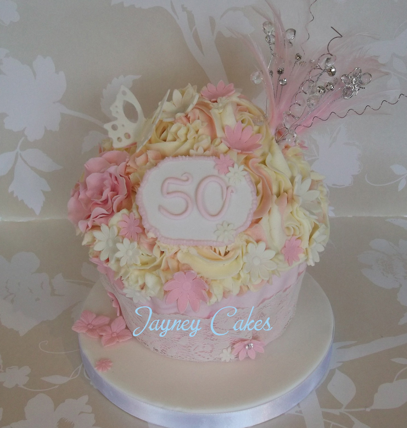 50th-giant-cupcake